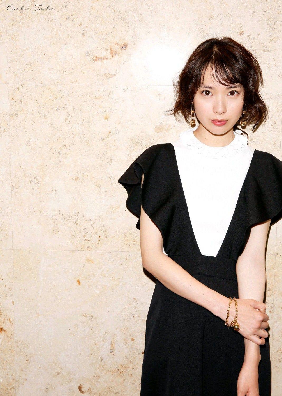 黒のワンピ戸田恵梨香