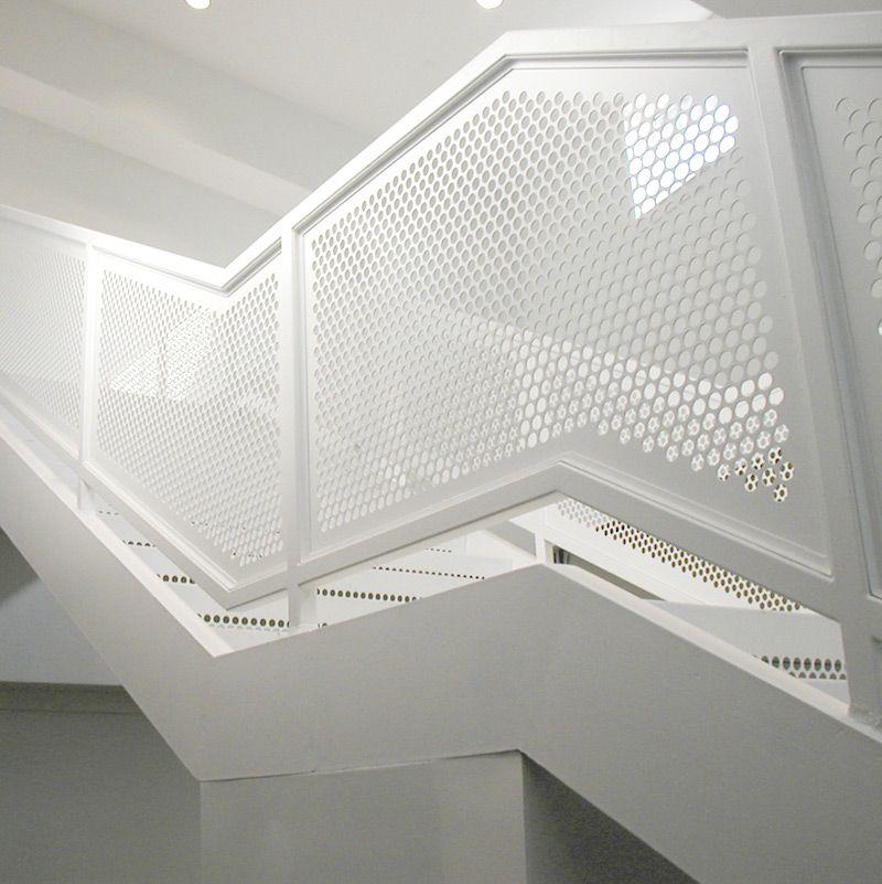 Escaleras cerramiento chapa met lica perforada techumbre - Chapa metalica perforada ...