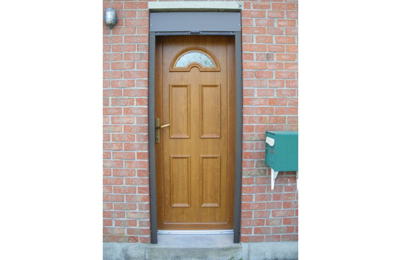 Pose du0027une porte du0027entrée en chêne AMCC, à Tourcoing Fenêtres et