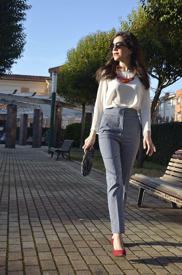 Look Blogger Trends Gallery Fasion Pantalon Cuadros Tiro Alto Stilettos Rojos Pantalones De Vestir Mujer Ropa De Vestir Mujer Outfits Formales