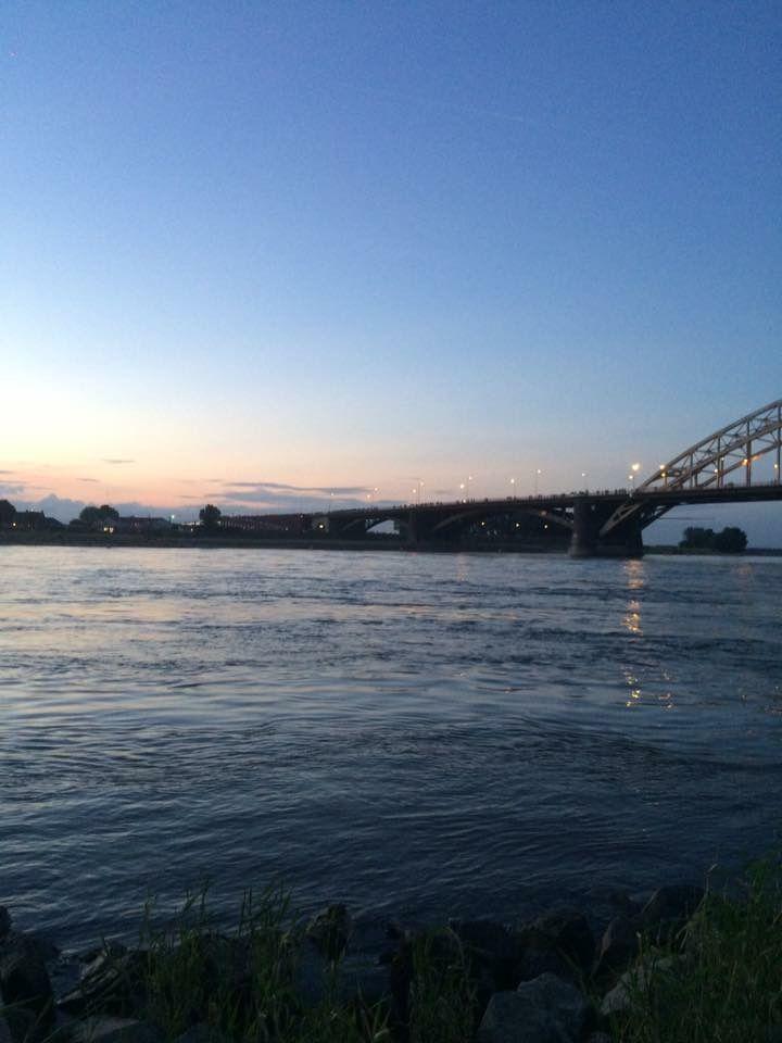Waalbrug Nijmegen bij nacht
