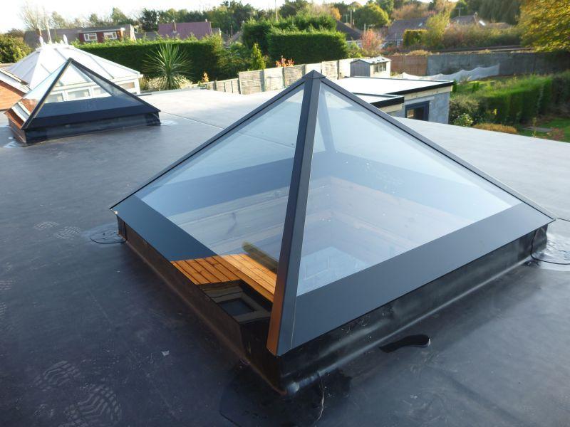 Oberlichter Flachdach pyramid rooflight slimline aluminium caps skylight