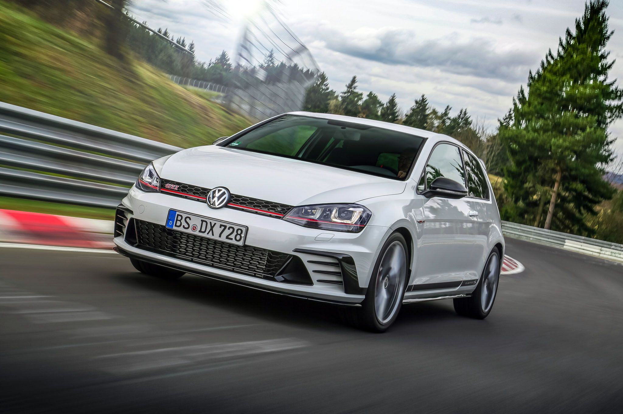 Image For Volkswagen Golf GTI Clubsport S IPhone Wallpaper