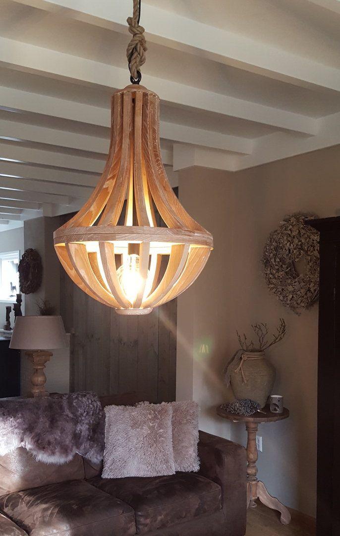 Landelijke houten hanglamp, kroonluchter, houtkleur. - Lampenkappen ...