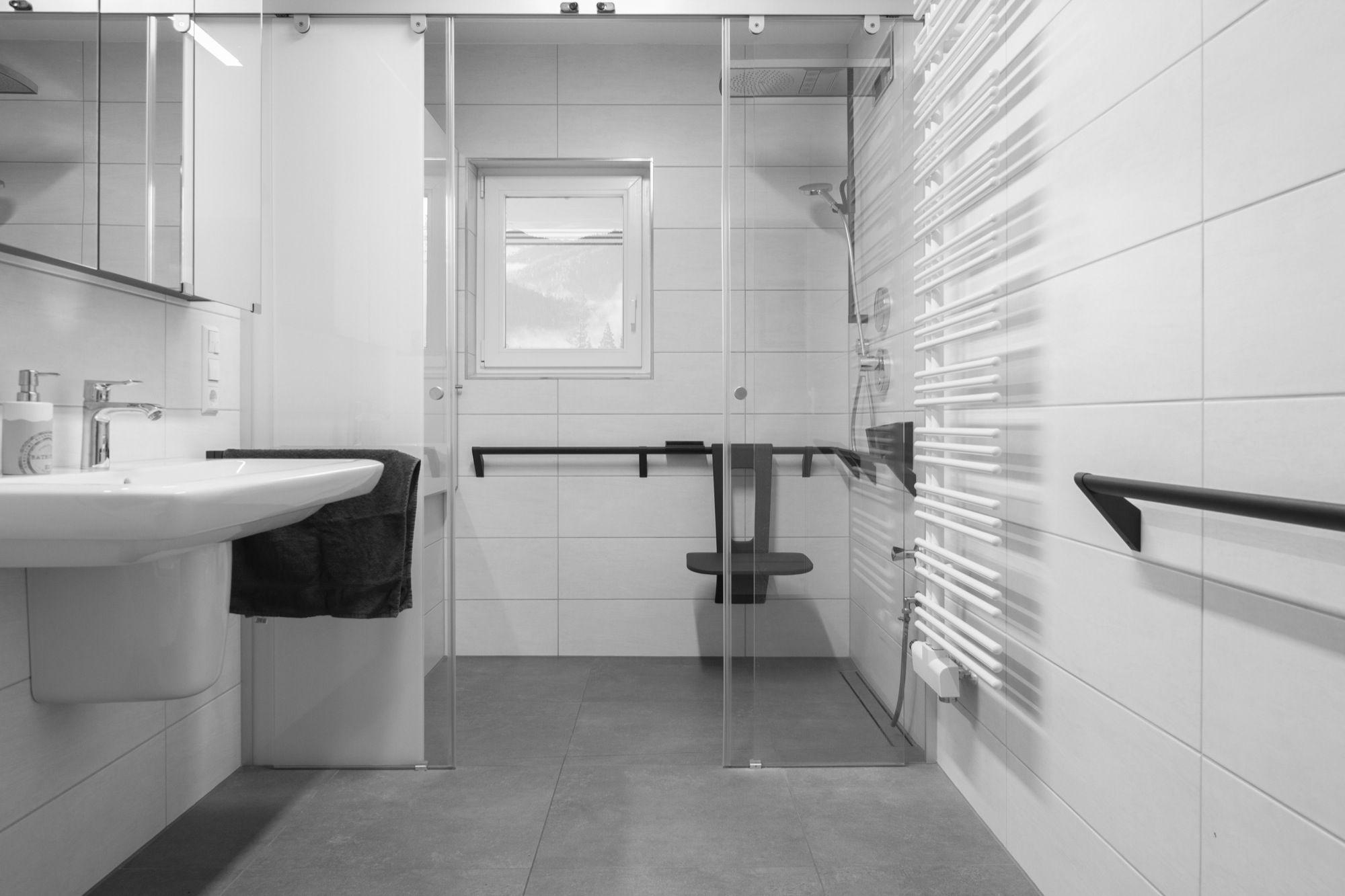 Barrierefreies Badezimmer In 2020 Barrierefrei Bad Badezimmer Umbau Badezimmer