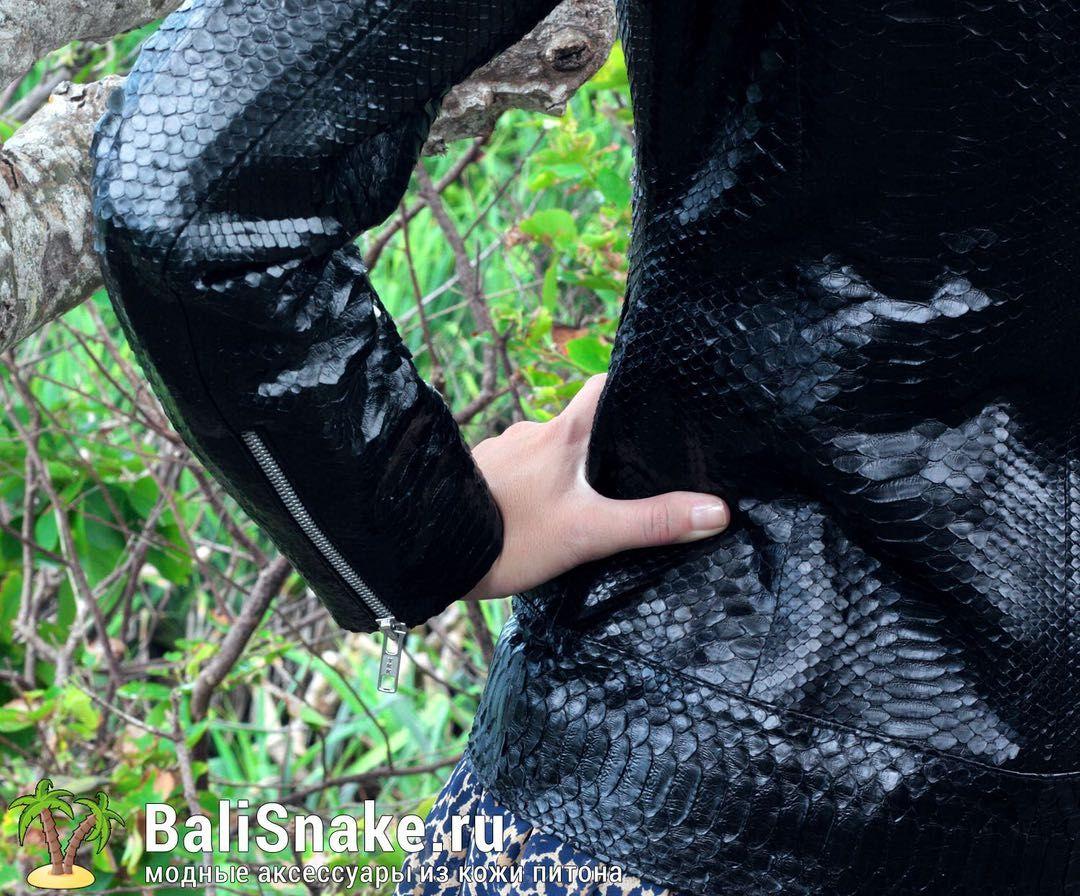 #Куртка из натуральной кожи питона от BaliSnake.ru. Цена: 22'000 рублей.  📲 По всем вопросам заказа и доставки пишите в WhatsApp/ Viber/ SmS +79036678272 Виктория. 🎀Доставка напрямую с острова Бали по всему миру, в любые города и страны в течение 7-10 дней, курьером до двери✈📦🏩 #мода #модно #куртки #ручнаяработа #сумкиоптом #москва #handmade #сумки #питон #сумкаизпитона #сумкапитон #лето #balisnake #python #стильно #сумка #кожа #скидки #распродажа #москва #питер #стиль #одежда #казань…