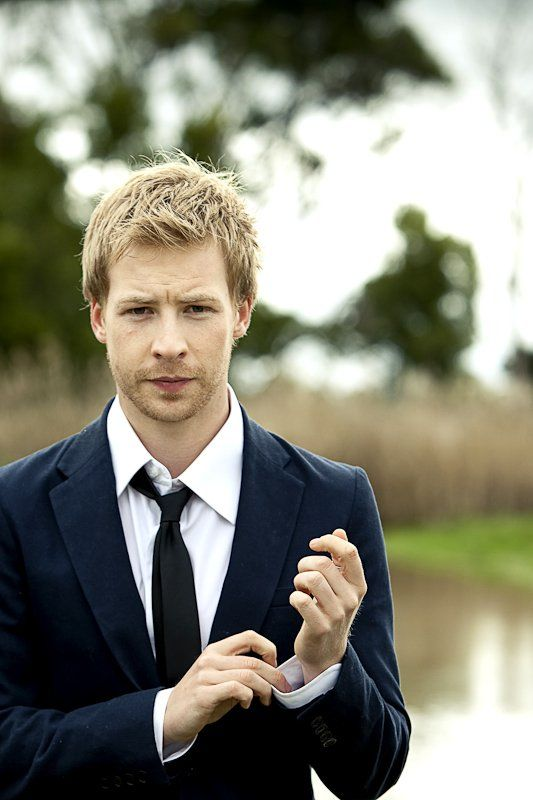 Angus McLaren (1988) s an Australian actor who is best known for his