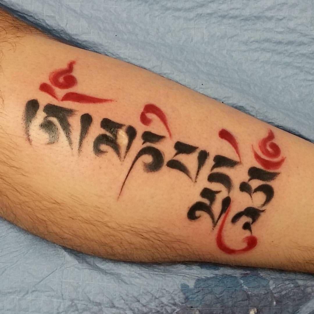 om mani padme hum buddhist mantra written in tibetan sanskrit tattooed in the brushstroke. Black Bedroom Furniture Sets. Home Design Ideas