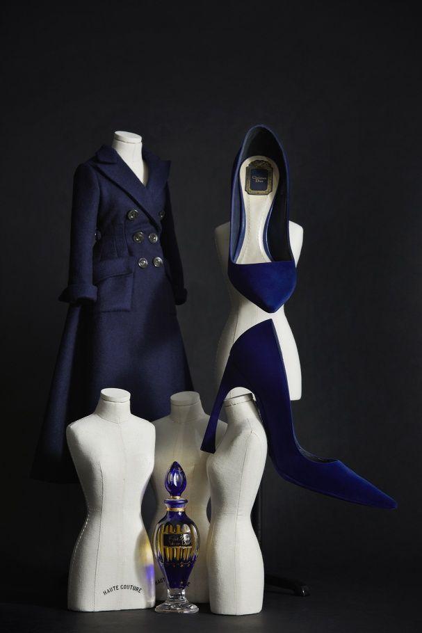 Vert et bleu, blanc et gris, bleu marine et noir… Retrouvez un aperçu de la palette Dior célébrée dans l'exposition Dior Colors qui se tient cet été d