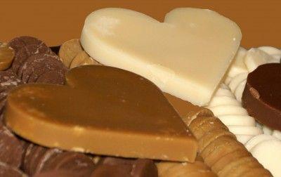 Borstplaat is een snoepgoed, gemaakt uit water of melk, suiker en een aroma, zoals vanille of cacao. en werd voornamelijk gegeten rond sinterklaas periode. Borstplaat harten  werden gegeven aan geliefde personen. Kinderen kregen ook borstplaat beestjes om mee te spelen.
