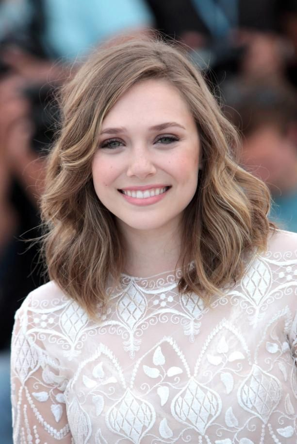 Elizabeth Olsen Blonde Bronde Medium Length Wavy Hairstyle 23 Chic Hairstyles For Hair
