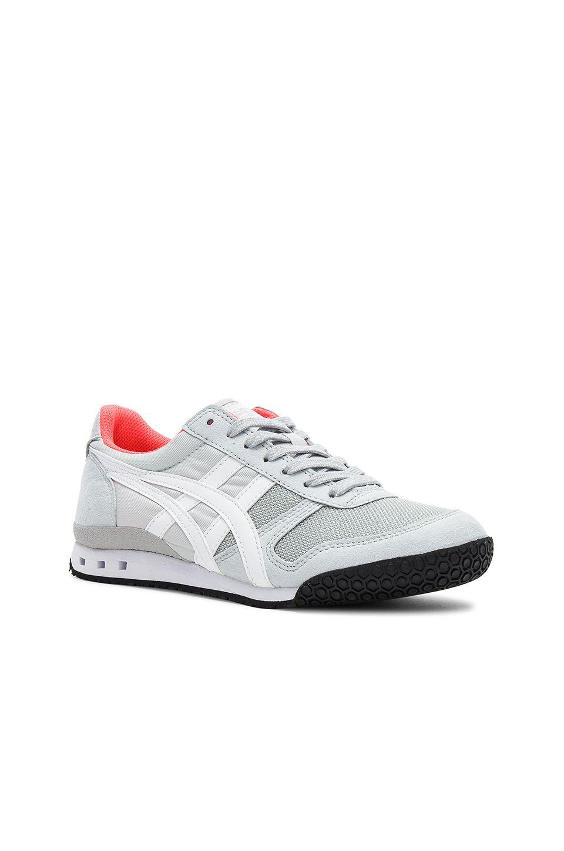 the best attitude 32ce1 1248a Onitsuka Tiger Ultimate 81 Sneaker en Glacier Grey   white   REVOLVE