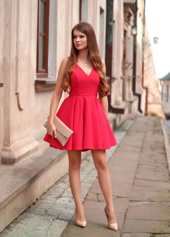 d498407174 Bardzo Malinowa sukienka z dłuższym tyłem. 229 zł www.illuminate.pl KC-