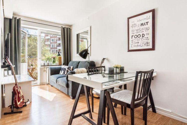 Ideen Für Das Kleine Wohnzimmer  Wohnideen Praktisch Tisch  Ikea Moebel Sofa Gitarre