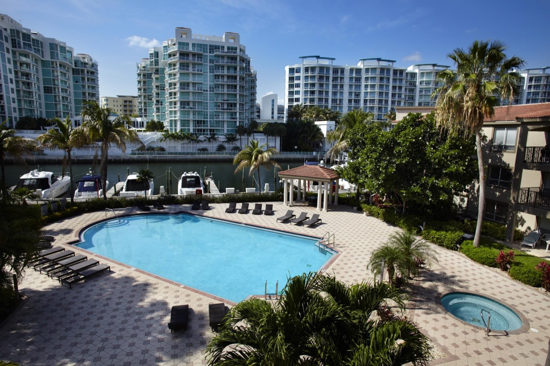 Apartments For Rent In Aventura Fl Camden Aventura Apartment Pool Pool Apartments For Rent
