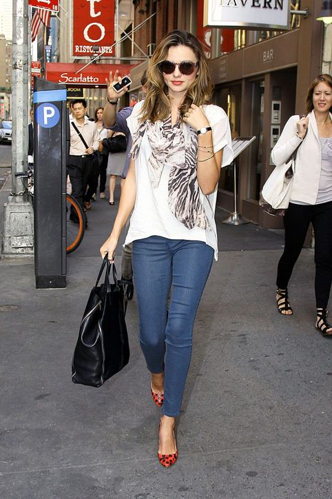 c25a4f2a53c Miranda Kerr Outfit Idea  Accessorize Basics With Pretty Scarves and Bold  Shoes