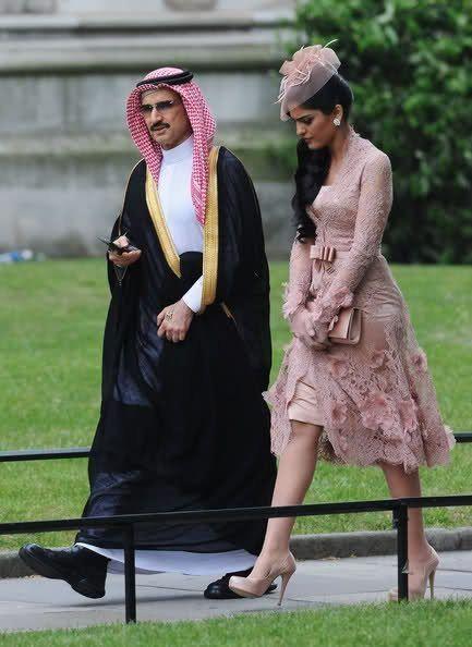 in saudi arabia What do women wear