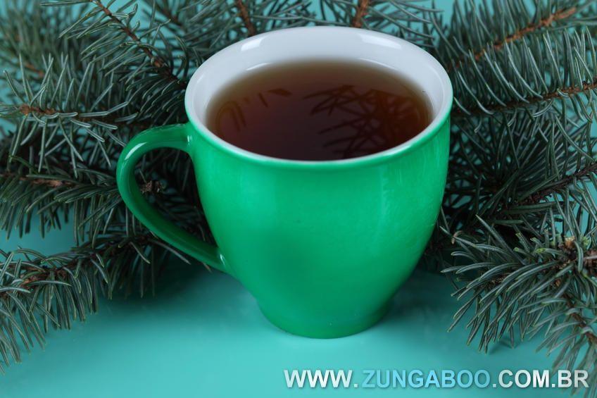 Aprenda fazer e usar o chá de alecrim. Este é um excelente chá para ajudar a melhorar a saúde e ainda auxiliar no processo de emagrecimento. Confira!