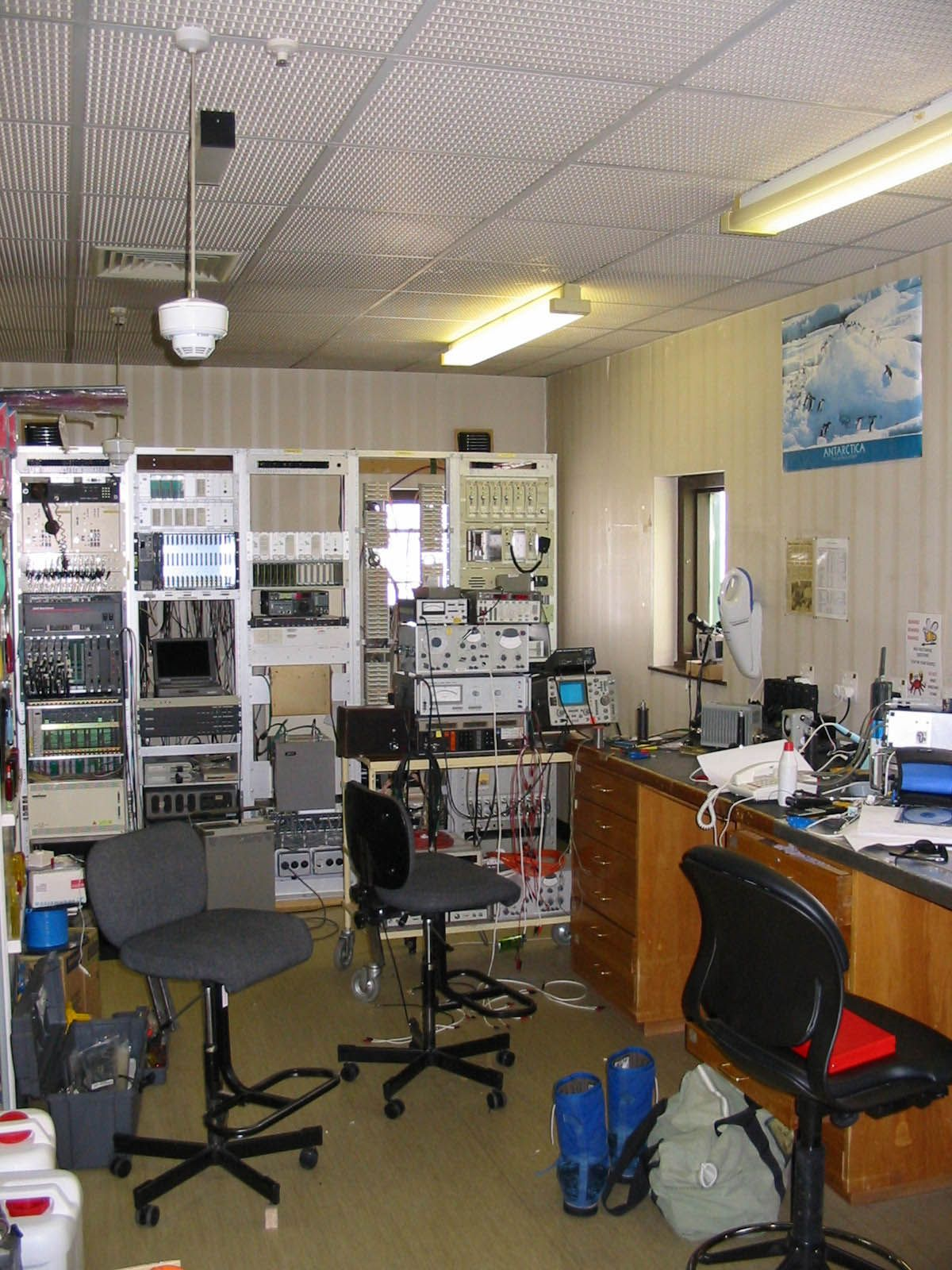 Laboratory Room Design: 1000+ Images About Ham Shack Design Ideas On Pinterest
