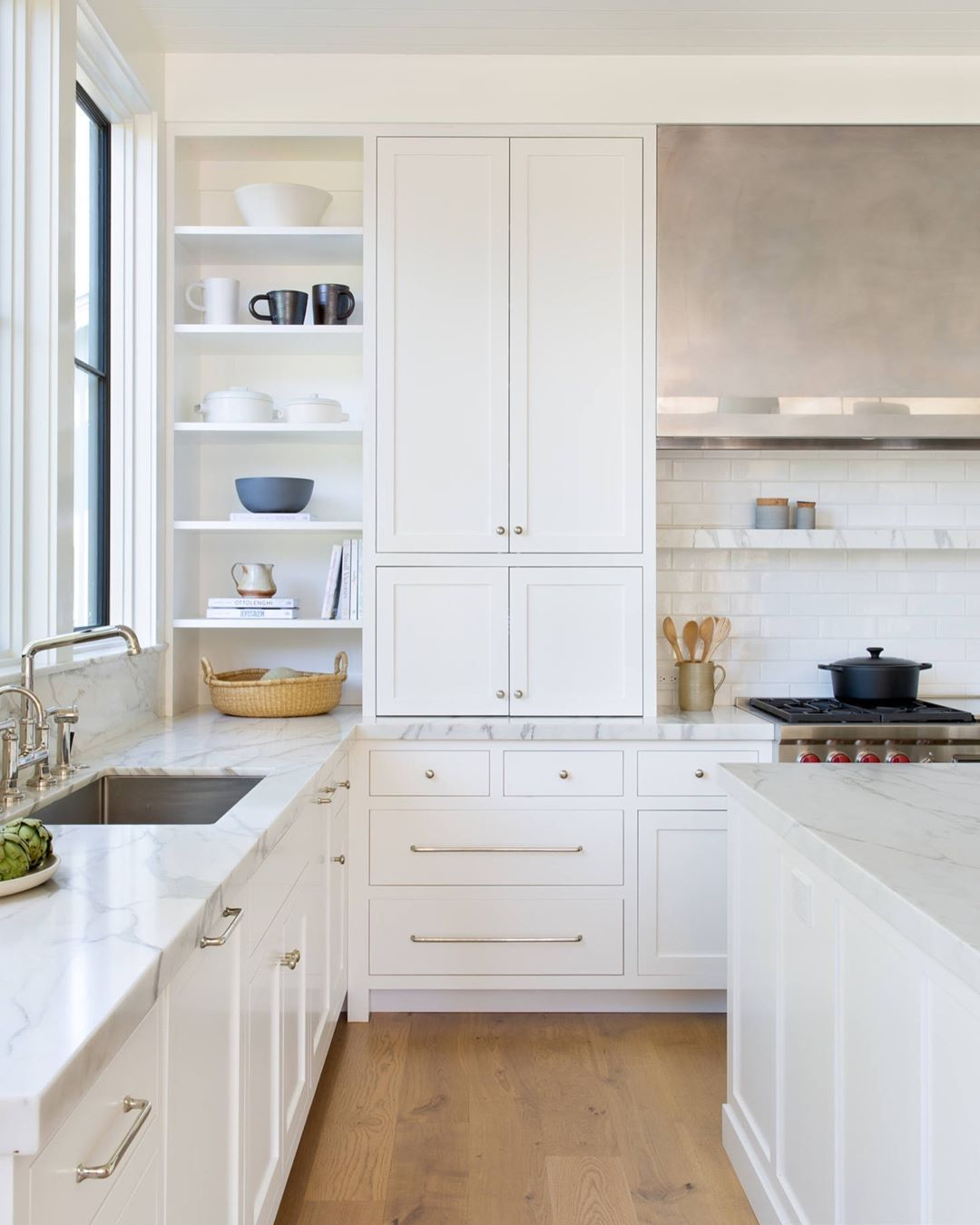 Just A Bright Sunny Kitchen For Your Wednesday Architecture By Richardsonarchitects Kitchen Inspiration Design White Kitchen Design Kitchen Cabinetry