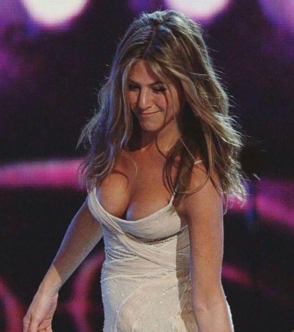 Jennifer Aniston Cleavage  Jennifer Aniston  Jennifer -4976