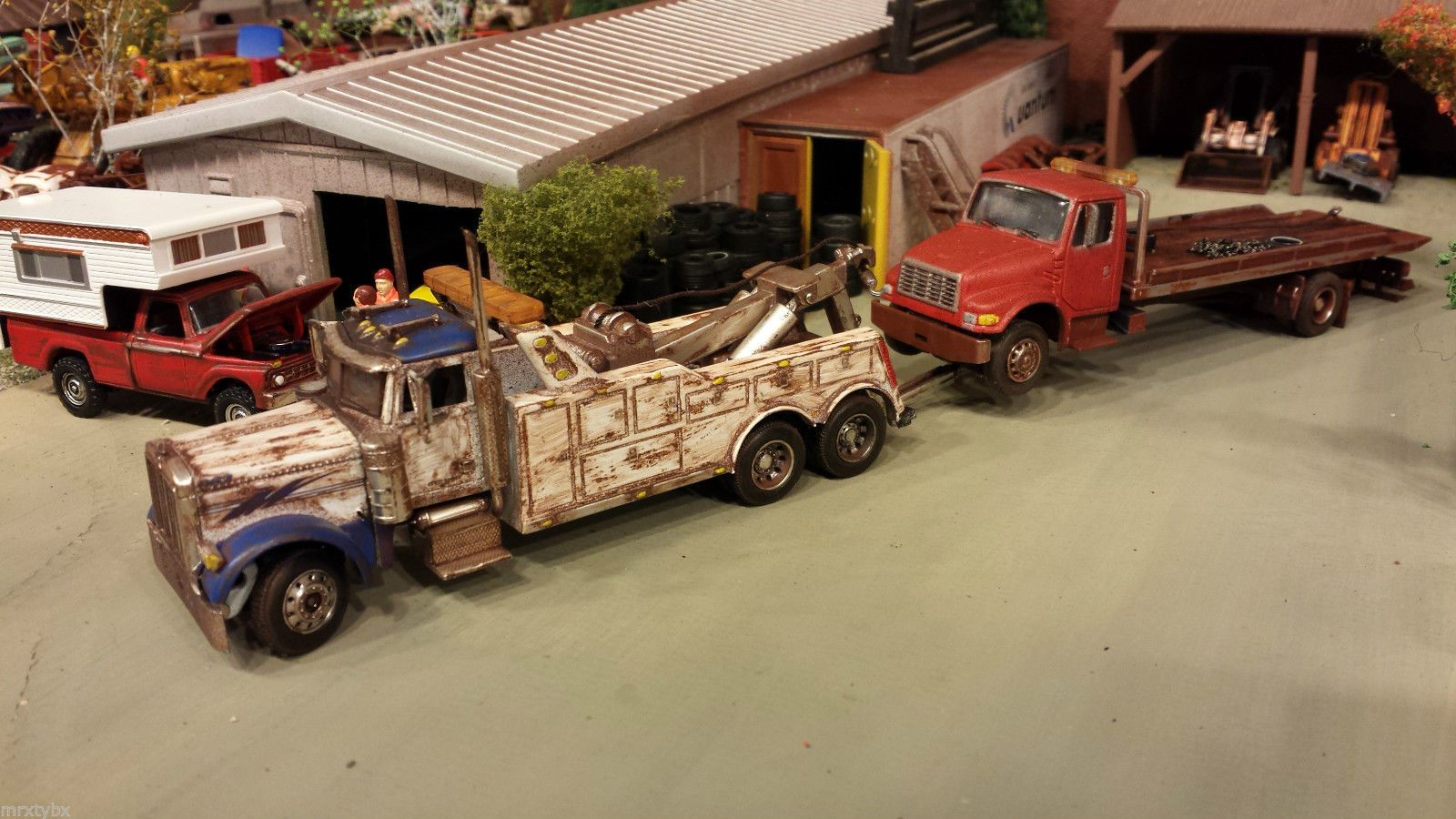 Watch as well Watch additionally 1 64th Peterbilt 379 Clint Moore Truck W Grain Trailer By DCP in addition Scale Model Trucks together with 112025810502. on 1 64 custom toy truck trailers