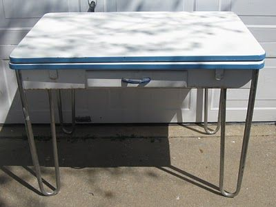1940s Enamel Top Table With Wooden Base Drawer And Metal Legs Just Scored One Of These At A Vi Vintage Kitchen Table Vintage Farmhouse Kitchen Retro Kitchen
