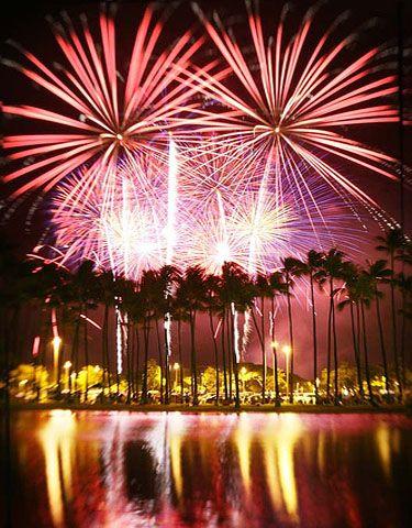 How Do You Say Happy New Year In Hawaiian Hau Oli Makahiki Hou Hilton Hawaiian Village Fireworks Hawaiian Vacation