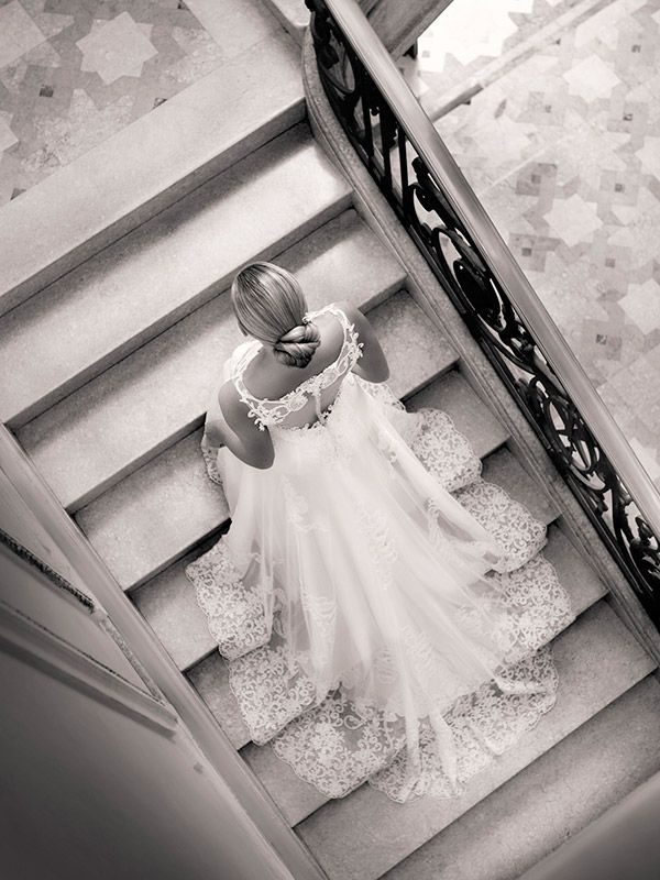 Vestido de noiva clássico - renda na barra ( Vestido: Nova Noiva )