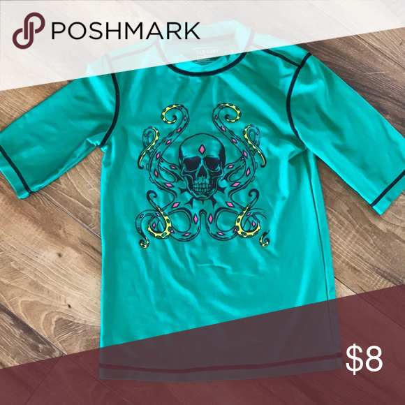 01db7f314 Old Navy Boy's Rashguard, Size 8 Cool skull design on this gently rash guard.  Some mild pilling and peeling of design are reflected in the price.