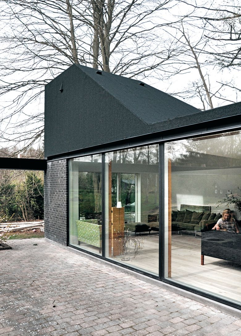 Leth Gori Roof House Extension To An Existing House Fredensborg 2015 Photos C Stamers Kontor Ref 1301 Oz Facade Maison Architecture Und Maison
