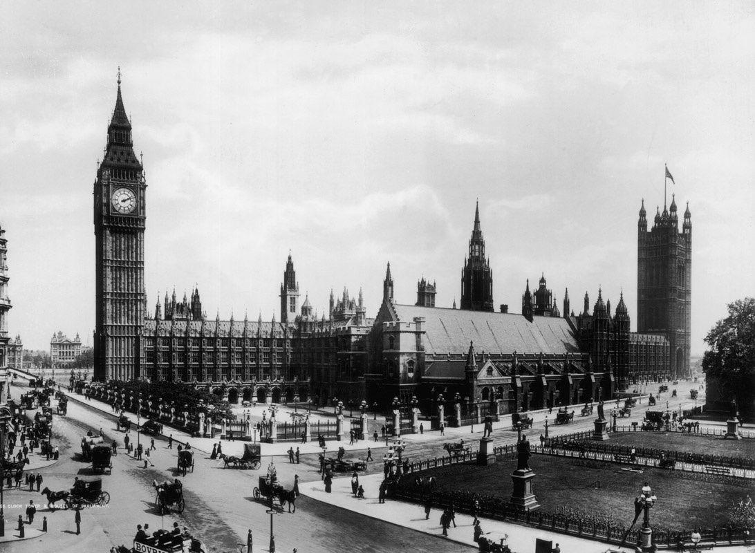 Vista del palacio de Westminster y la Torre de Londres entorno a 1899
