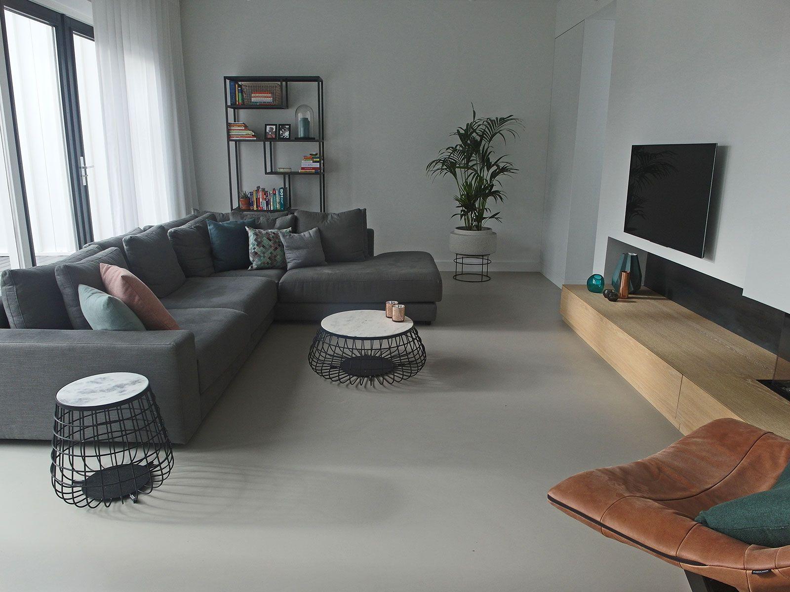 Gietvloer woonkamer amsterdam vloeren pinterest for Grijze woonkamer
