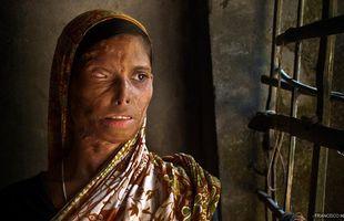 """Bangladesh 2009 / Parte de la exposición """"Mujer.Todos somos una"""", de Francisco Magallón"""