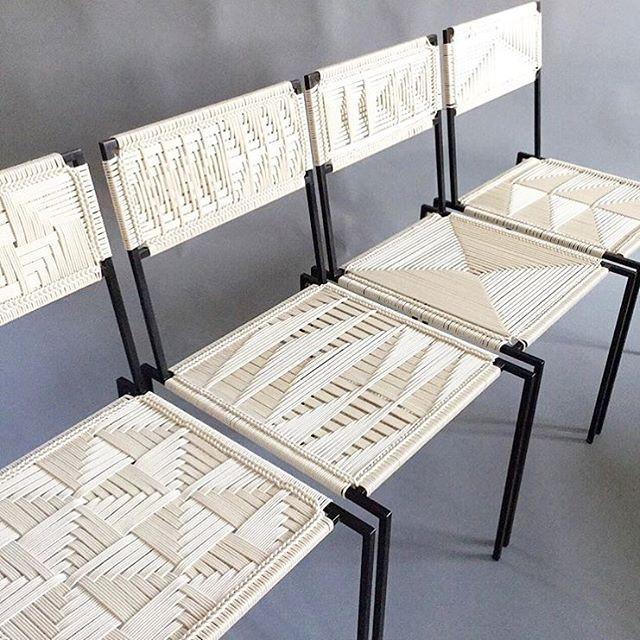 Silla tejida podr a decirse que a mano mobiliario for Muebles estilo mexicano contemporaneo