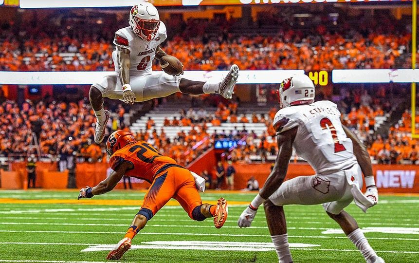 The New Superman Louisville S Lamar Jackson Lamar Jackson Louisville Cardinals Football Louisville Football