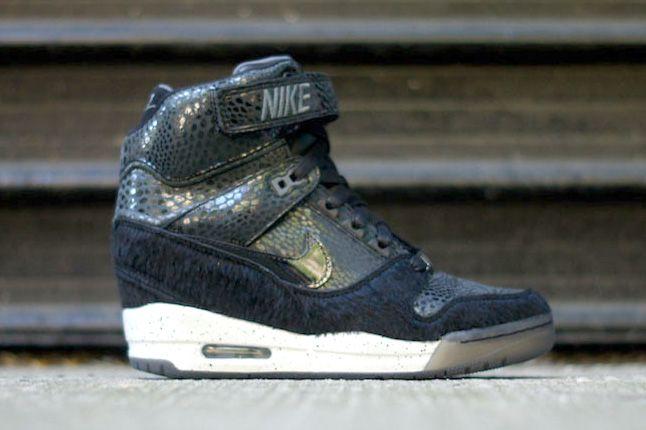 NIKE WMNS AIR REVOLUTION SKY HI (FASHION WEEK) - Sneaker Freaker