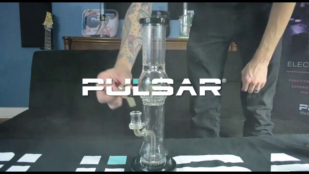 The Pulsar 2 Tier Jellyfish Perc Waterpipe Stands 17 Tall And Features A Matrix Perc Chamber A Jellyfish Perc Chamber Spla Splash Guard Grey Highlights Coding