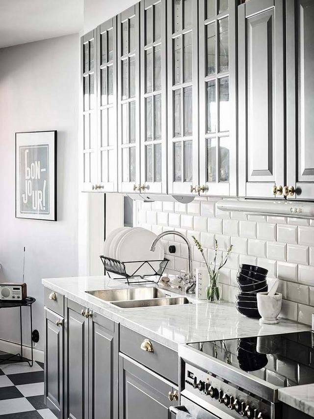 Galley Kitchen Remodel Ideas (Small Galley Kitchen Design, Makeovers, and Plans with Pictures) #beforeafter #layout #small #interiordesign #countertops #floorplans #window #openshelving #diningrooms #butcherblocks #stove #apartmenttherapy #breakfastbars #farmhousesinks #decor #greyflooringwainscoting #ikeagalleykitchen Galley Kitchen Remodel Ideas (Small Galley Kitchen Design, Makeovers, and Plans with Pictures) #beforeafter #layout #small #interiordesign #countertops #floorplans #window #opensh #opengalleykitchen