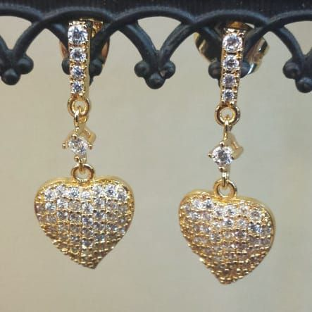 For the KIKI 'Lauren' Yellow Gold Diamond Pave Leaf Earrings