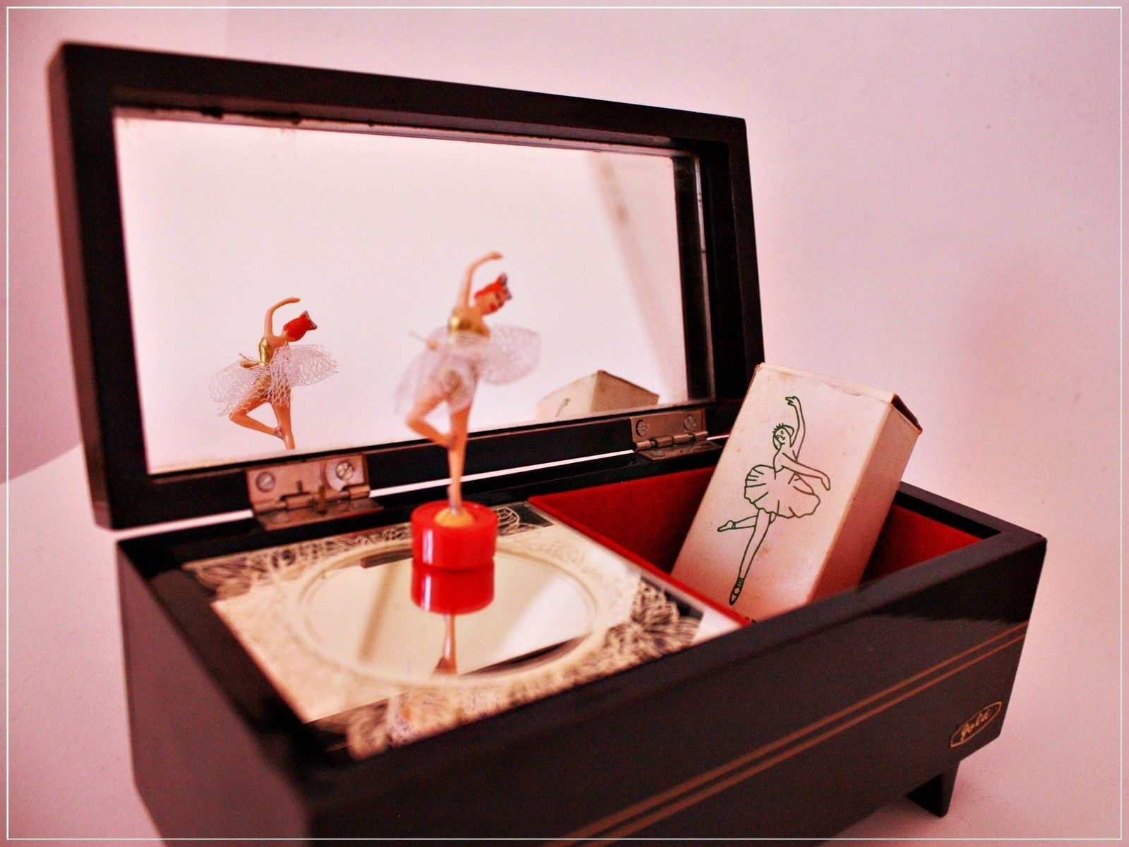 VINTAGE DANCING BALLERINA MUSIC BOX Wooden Japanese jewelry with