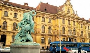 """Museum of Arts and Crafts and the statue """"St. Juraj killing the dragon"""" #lobagolabnb #zagreb #visit #croatia #love"""