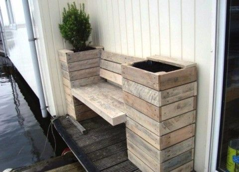 banc et pot de fleur en un palettes utilis es dans un. Black Bedroom Furniture Sets. Home Design Ideas