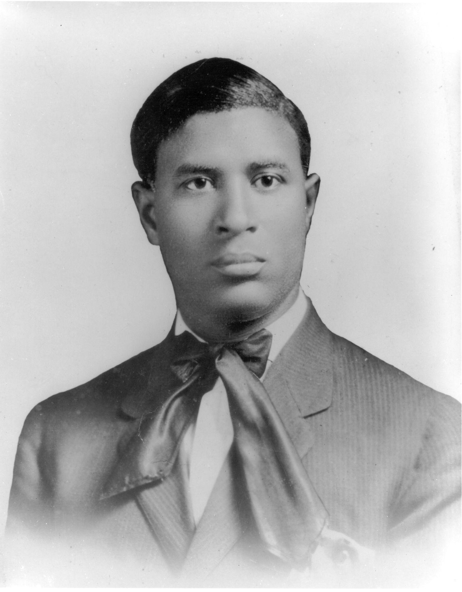 Nice Garrett Morgan (1877u20131963) Invented The Gas Mask. Fast Fact: Morgan