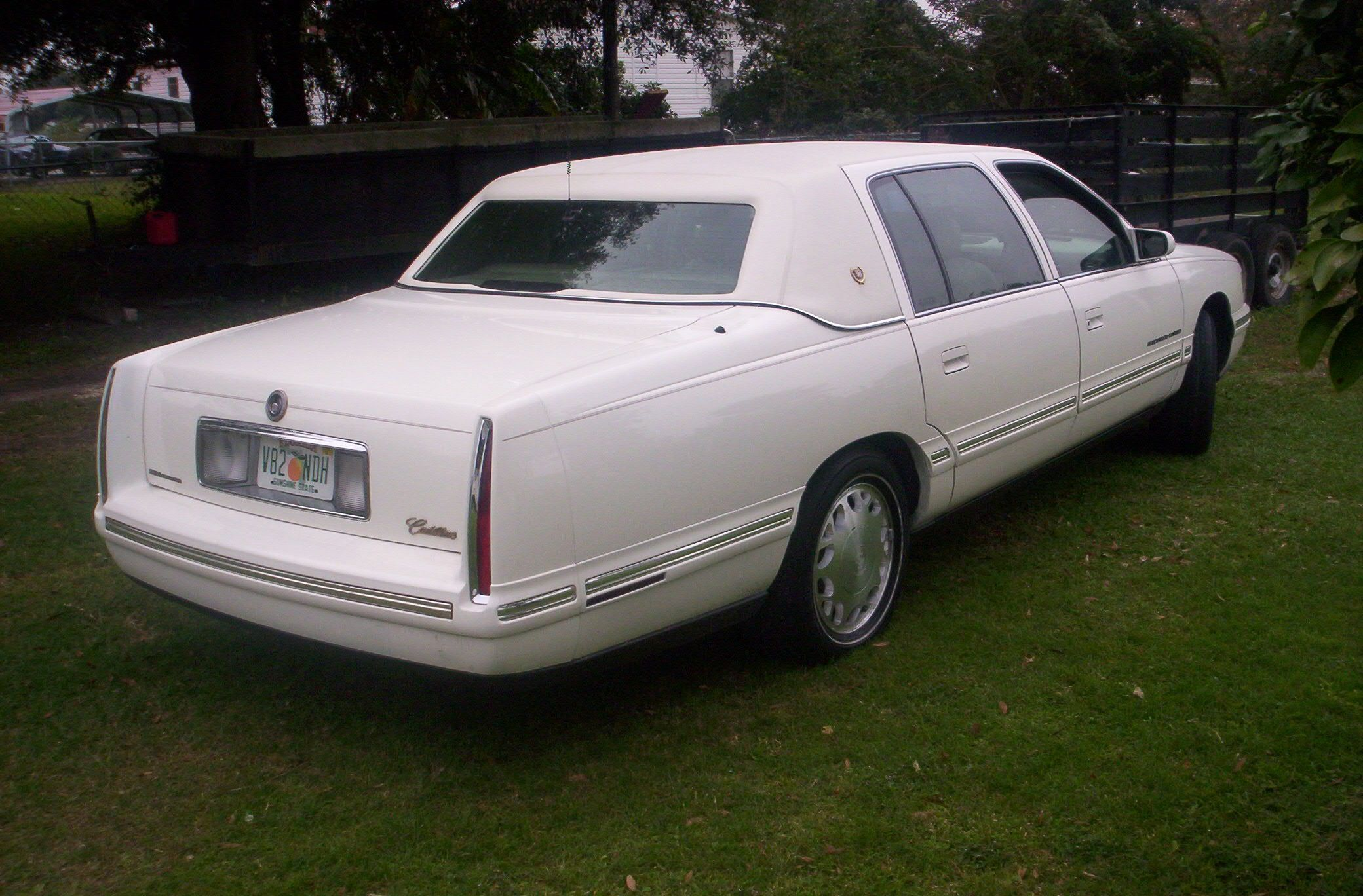 medium resolution of cadillac fleetwood limited by superior coach 1998 99 smcars