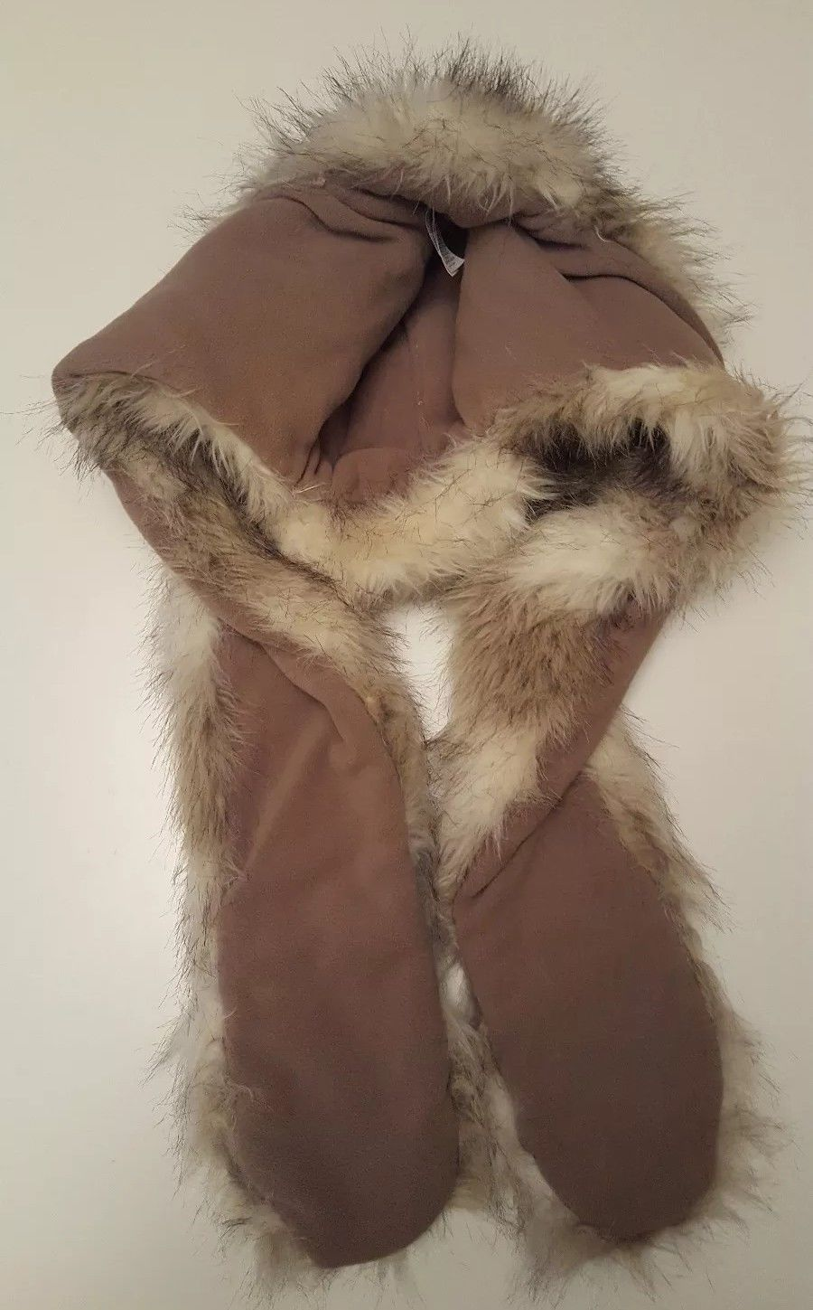 293d425a727 New Look Wolf Faux Fur Cossack Hat Scarf Mittens All in One Fleece Lined