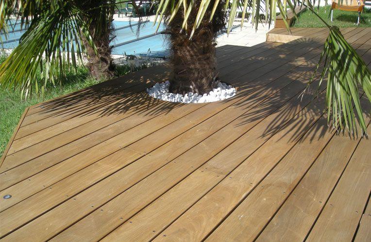 Palmier incorporé à la terrasse wood floor Pinterest Woods