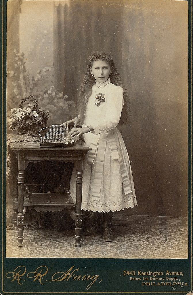 a young lady plays a musical instrument philadelphia cabinet card photo antieke fotos 2 foto. Black Bedroom Furniture Sets. Home Design Ideas