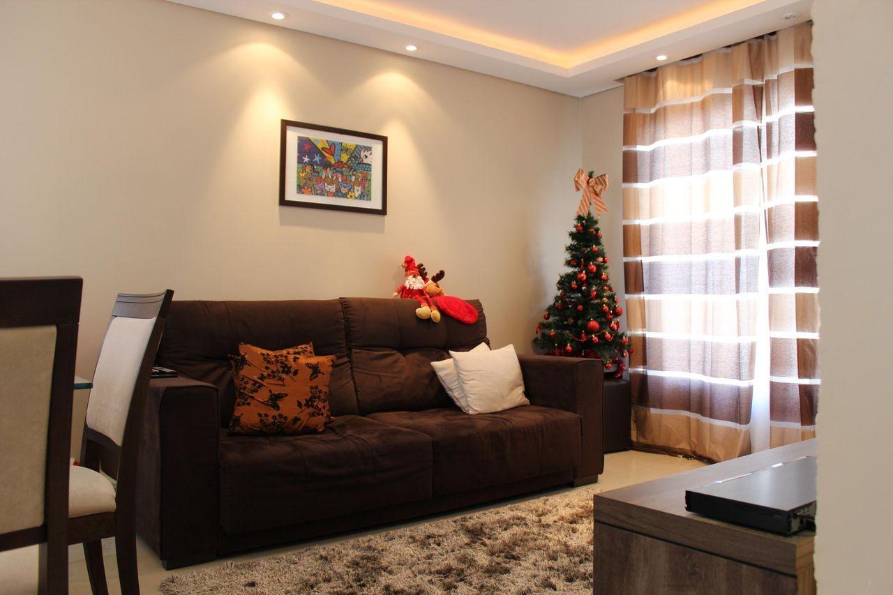 Sala De Estar Com Sof Marrom E Rvore De Natal Sala Ideias  -> Sala Cinza Com Sofa Marrom