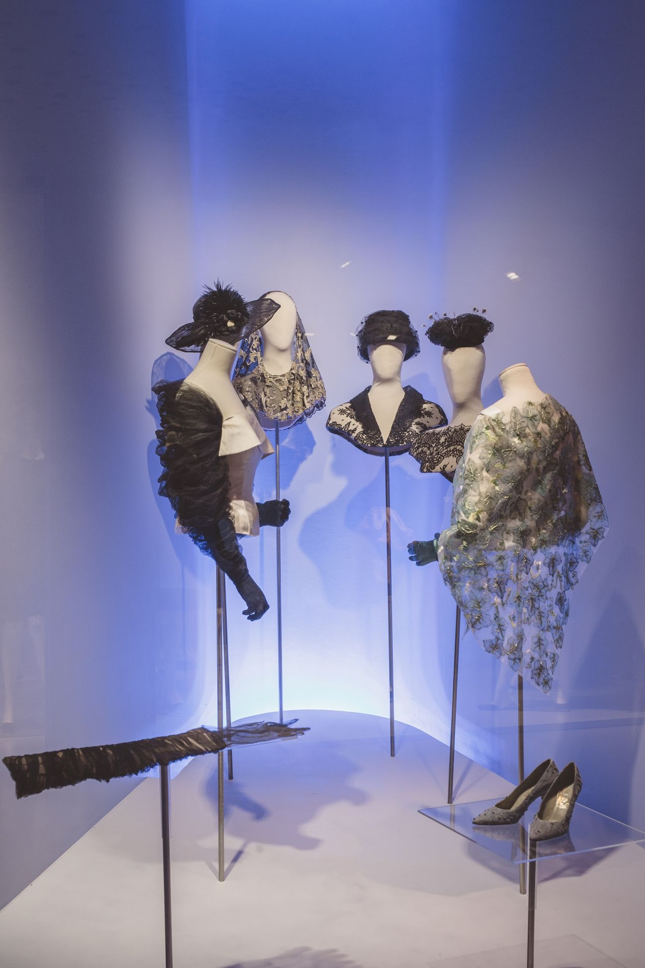 """Producción de exposición """" Balenciaga a través del encaje"""" Fotografía: Oscar Guillen"""
